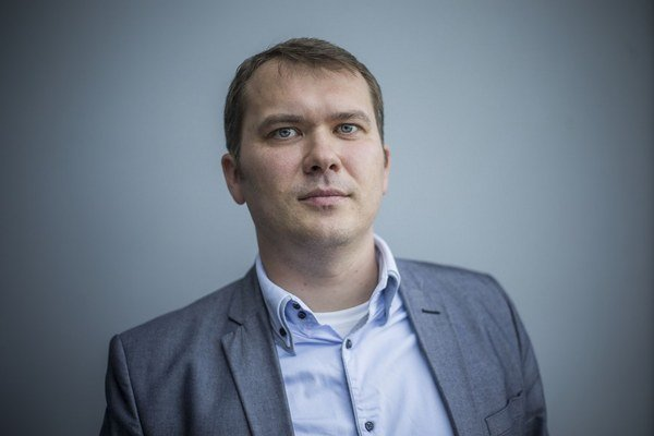 Viliam Karas je partnerom advokátskej kancelárie Maple & Fish, prednáša európske právo na Trnavskej univerzite.