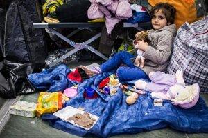 Stanice vo Viedni hostili celé rodiny aj s deťmi.