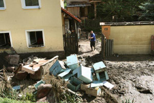 Vodný živel v Handlovej napáchal obrovské škody.