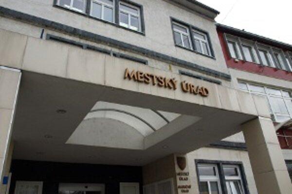Na Mestskom úrade v Prievidzi v rámci úspor prepúšťali.