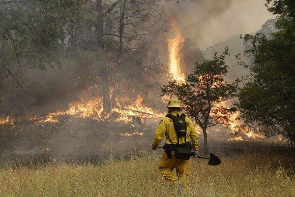 Požiare v Kalifornii spôsobili veľké škody.