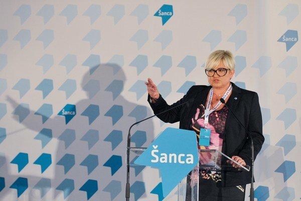 Eva Babitzová počas príhovoru v rámci ustanovujúceho kongresu strany Šanca.