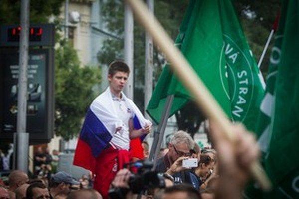V súvislosti s víkendovými demonštráciami v Bratislave  zatiaľ polícia nedostala žiadnu sťažnosť alebo trestné oznámenie.