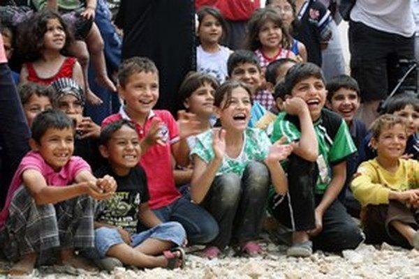 Medzi zadržanými utečencami bolo aj 16 detí.