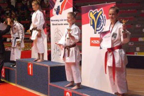 Ema Brázdová (vpravo)potvrdila svoju formu a opäť sa postavila na stupne víťazov.