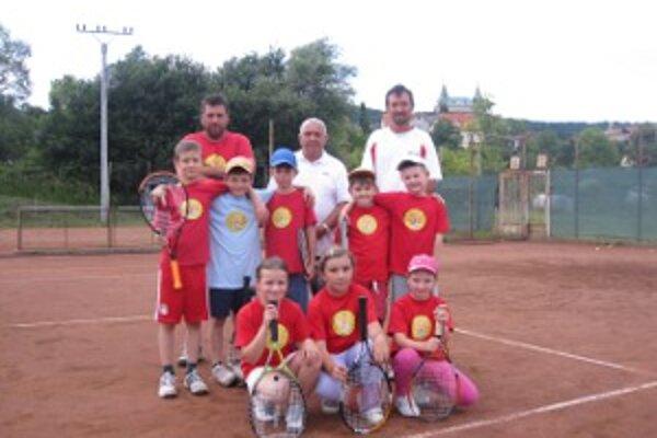 Úspešné ťaženie mladých bojnických tenistov na detskom Davis cupe a Fed cupe v Prievidzi.