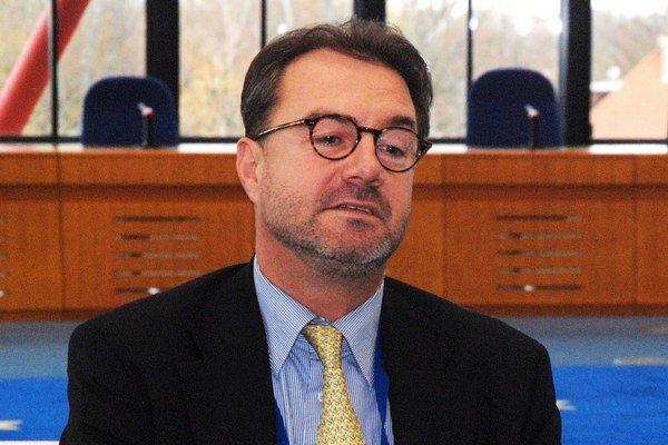 Doterajší sudca za Slovensko pri ESĽP Ján Šikuta nadsluhuje už rok a pol, jeho funkčné obdobie sa skončilo koncom októbra 2013.
