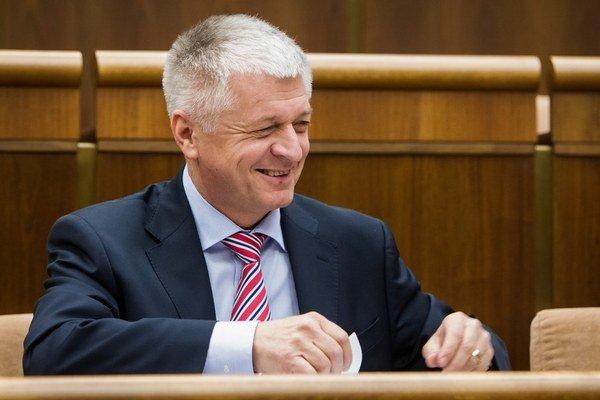 Minister Pavol Pavlis vidí kampaň proti svojej osobe.