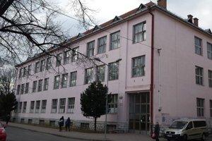 Pobočka Pedagogickej fakulty Katolíckej univerzity s názvom Inštitút Štefana Nahálku sídli v Poprade v prenajatých priestoroch.