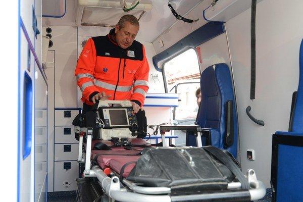 Záchranári sú volaní k stavom, kde často nie sú potrební. Stáva sa tak, že chýbajú tam, kde ich skutočne treba.