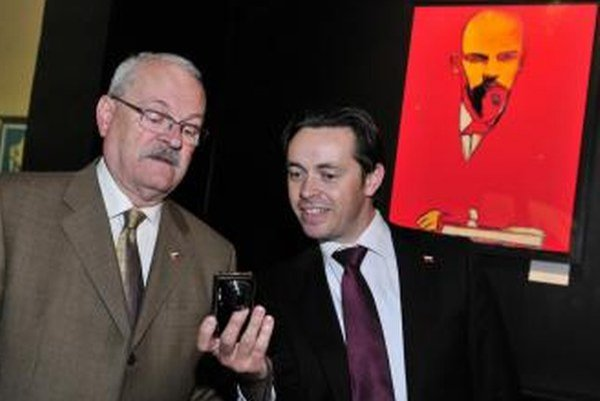 Jediným spoločníkom vo firme je bývalý hovorca prezidenta Gašparoviča Marek Trubač (vpravo).