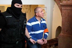 Obžalovaný Martin Kováč prichádza na pojednávanie v kauze mafiánskych vrážd.