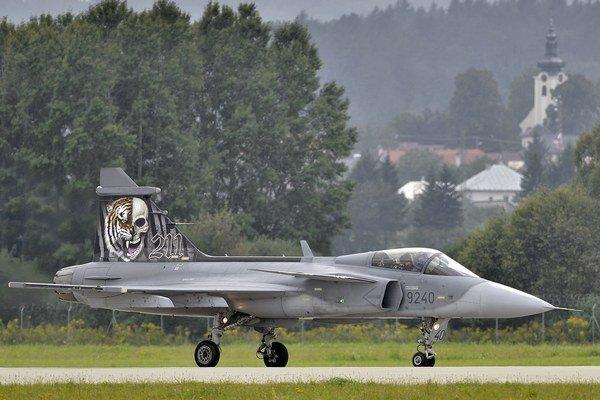 Vystúpenie lietadla JAS-39C Gripen českého vojenského letectva na medzinárodných leteckých dňoch Slovak Interational Air Fest 2014.