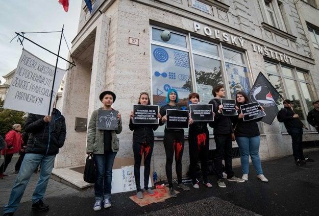 Dana Vitálošová medzi protestujúcimi počas Čierneho pondelka