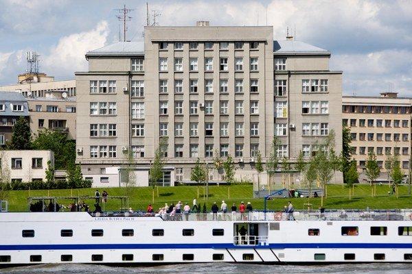 Ministerstvo vnútra sídli v budove pri Dunaji.