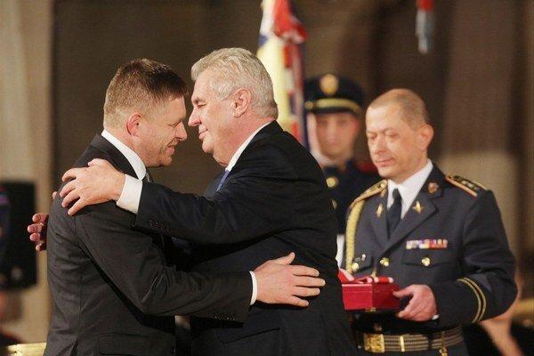 Pri odovzdávaní ocenenia sa slovenský premiér dočkal aj prirovnania k Churchillovi.
