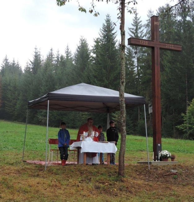 Svätá omša pri príležitosti sviatku Povýšenia sv. kríža.