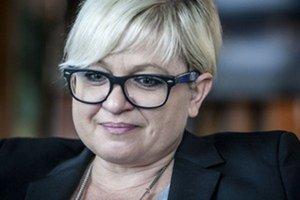 Eva Babitzová (48) je bývalá šéfka Rádia Expres. Na začiatku 90. rokov pracovala ako redaktorka Slovenského rozhlasu, neskôr bola marketingovou riaditeľkou denníka SME. V Exprese robila od roku 2000, popri tom viedla aj Radu pre reklamu. Od minulého