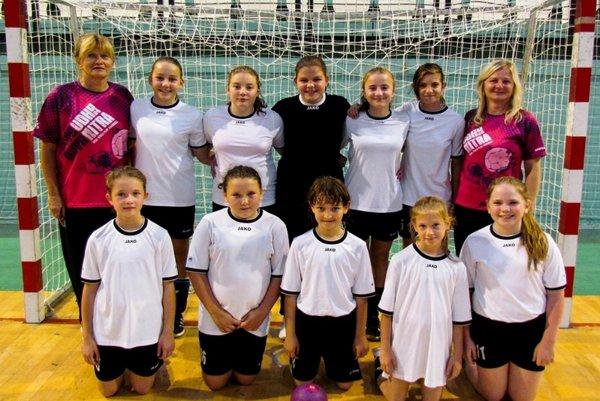 Mladšie žiačky UDHK ŠG Nitra remizovali v Močenku.