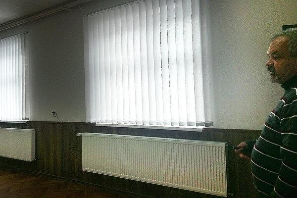 Miestnosť nielenže lepšie vyzerá, ale vďaka novým oknám a osvetleniu je aj svetlejšia.