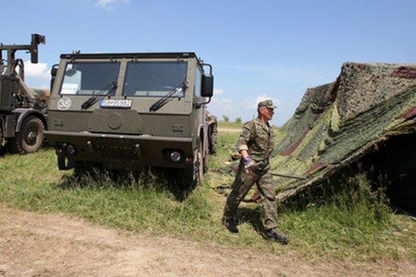 Cvičenie armády v Lešti.