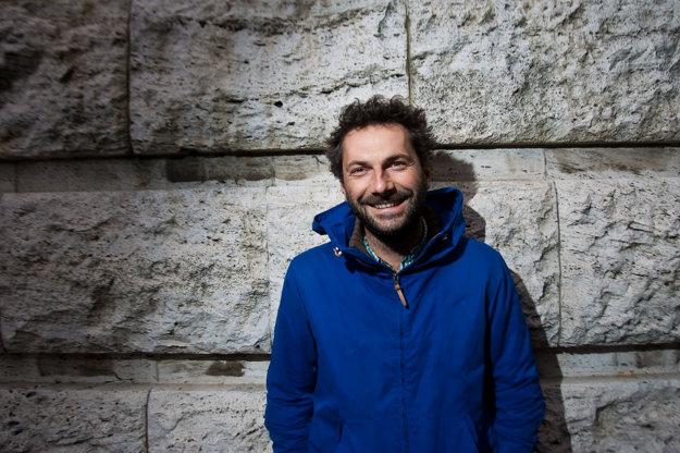 Martin Kollár. Ako kameraman spolupracoval napríklad na dokumentárnych filmoch Petra Kerekesa 66 sezón (2003), Ako sa varia dejiny (2009) či Zamatoví teroristi (2013). Za prácu na filme Koza (2015) od Ivana Ostrochovského získal národnú filmovú cenu Slnko v sieti.