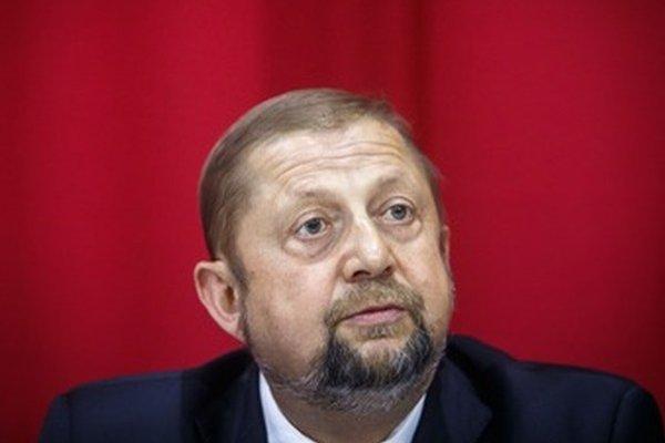 Štefan Harabin stihol pred odchodom z vedenia Súdnej rady popresúvať limuzínu, počítač aj zamestnancov kancelárie.