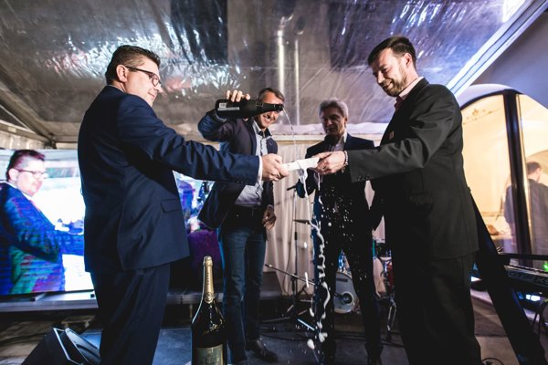 Krstil primátor so Števom Skrúcaným. Spolumajitelia Peter Sova a Róbert Krajča si splnili sen o kráľovskej bašte.