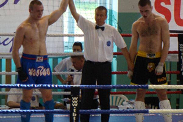 Michal Hromek (vľavo) dosiahol v ringu ďalšie cenné víťazstvo.