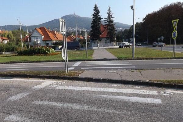 Priechody na kruhovom objazde pod Zoborom.