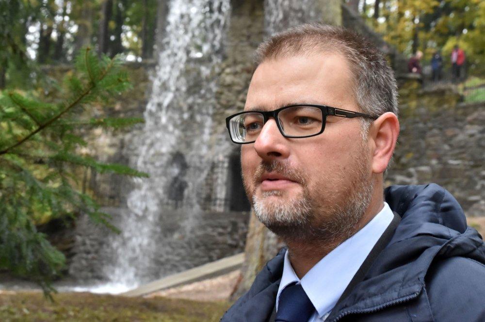 Na snímke generálny riaditeľ Slovenského národného múzea (SNM) Branislav Panis pri zrekonštruovanom Rímskom vodopáde v parku pri kaštieli Betliar.