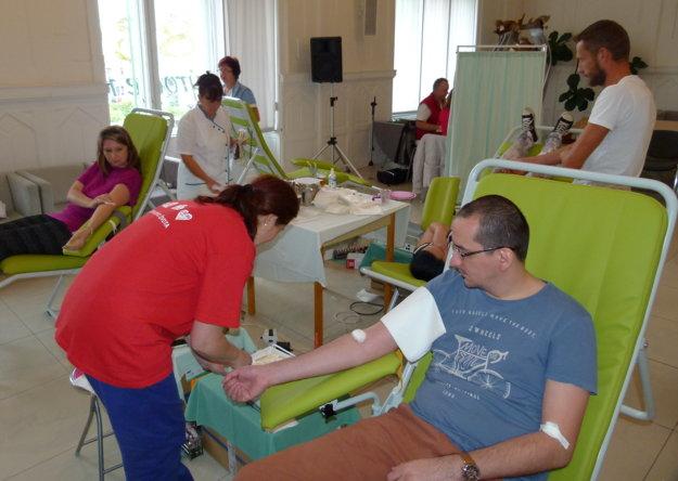 Krv prišli darovať aj zástupcovia redakcie regionálnych novín MY Týždeň na Pohroní.