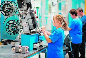 Výroba vo firme Askoll pri Novom Meste nad Váhom