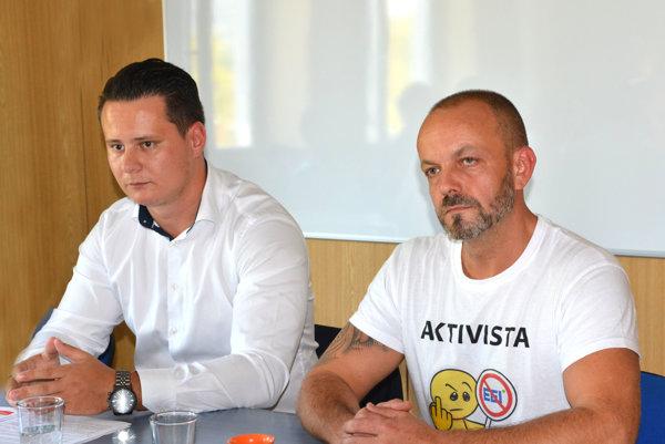 Občianski aktivisti Ladislav Lörinc a Henrich Burdiga.