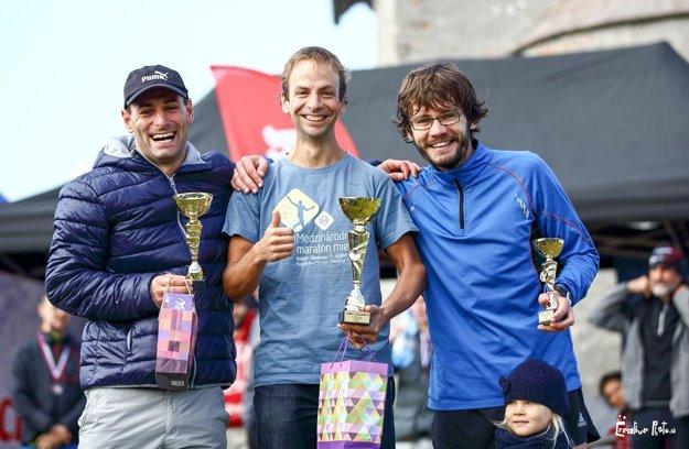 Traja najlepší v kategórii mužov na 14,5 km - zľava Michal Kulich, Jozef Čurlej a Karol Sroka.