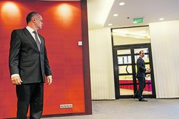 Porazený kandidát Radoslav Procházka sa okúňal prísť účastníkovi druhého kola prezidentských volieb Andrejovi Kiskovi na pomoc.
