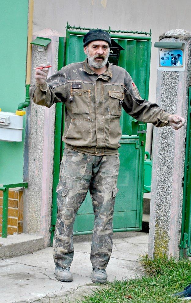 Bezdomovec Marián Motýľ. Ochotne sa vyjadril pre Korzár.