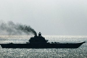Ruská lietadlová loď Admirál Kuznecov preplávala okolo Doveru.