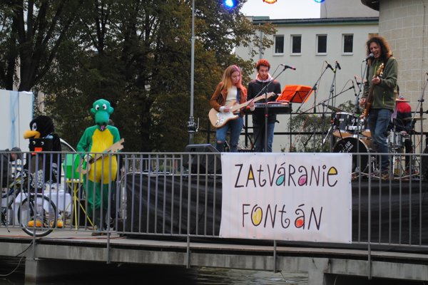 Tradičné zatváranie bardejovských fontán. (Zdroj: Mario Hudák)