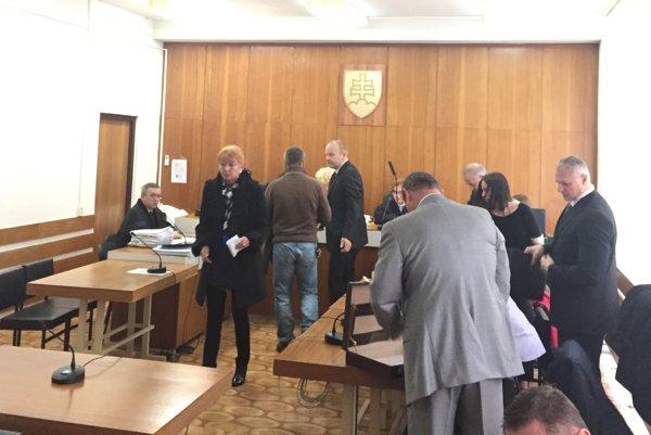 Vojenskí tajní sa v tejto kauze dnes postavili pred súd prvýkrát.