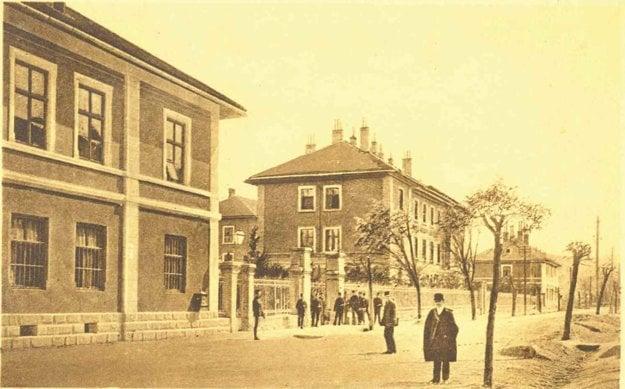 Fridrichove kasárne vTrenčíne – hlavný vchod.