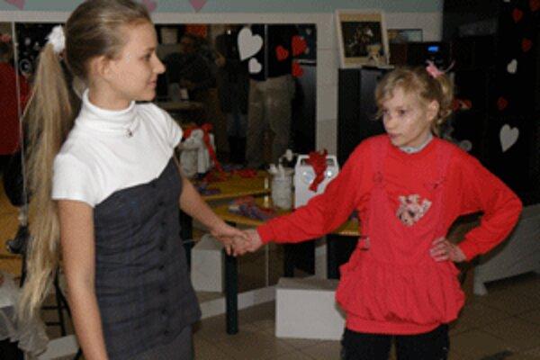 Dajanka (vpravo) obdivuje Lauru Belicovú ako speváčku.