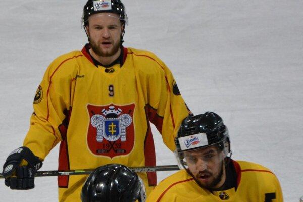 Hokejisti si z Detvy odviezli dva body. Priganc (č. 9) v druhej tretine poslal Topoľčany do vedenia 2:1.