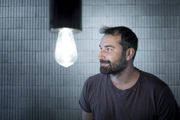 Juraj Benetin (1980) vyštudoval Fakultu architektúry na Slovenskej technickej univerzite. V súčasnosti pracuje v ateliéri Compass, ktorý zakladal. Od roku 2010 je spevákom kapely Korben Dallas, v ktorej vystupuje spolu s Lukášom Filom a Ozom Guttlerom.