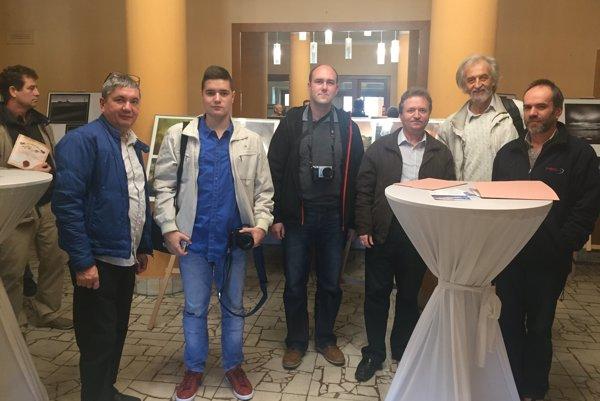 Na snímke členovia Fotoklubu Nitra zľava Ján Šranko, Branislav Šranko, Peter Michalík, Ján Macák, Ivan Meňhart, Marián Oravec.