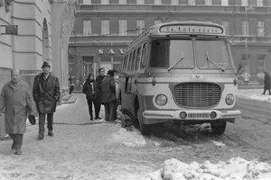 Starý prenosový voz pred bratislavskou Redutou.