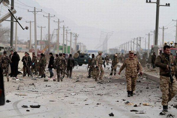 Kábulská ulica po výbuchu.