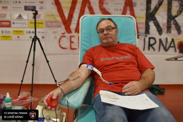 Z darovania krvi na štadióne.