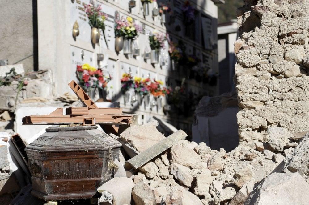 Zničený cintorín.
