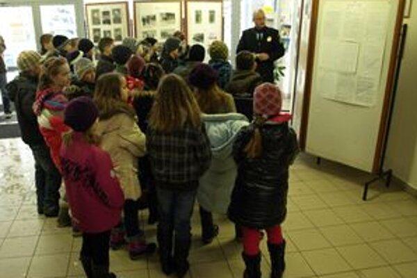 Deti si na mestskej polícii vypočuli aj prednášku.